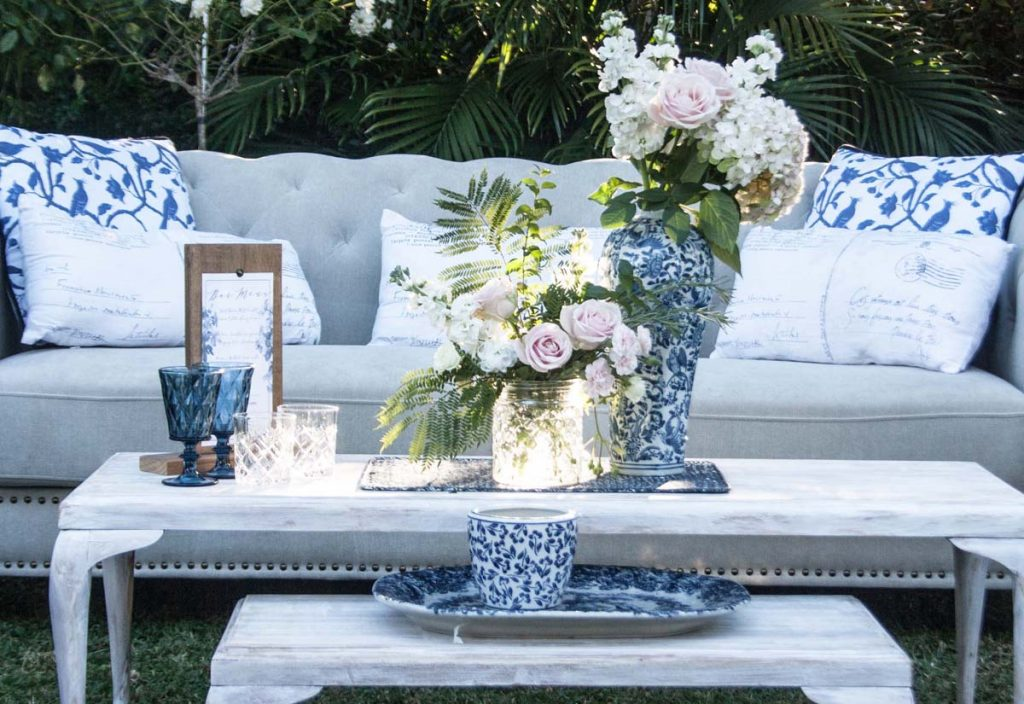 Blue and white styling accessories