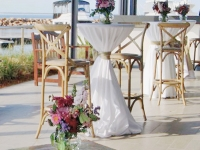 white round bar table cloth
