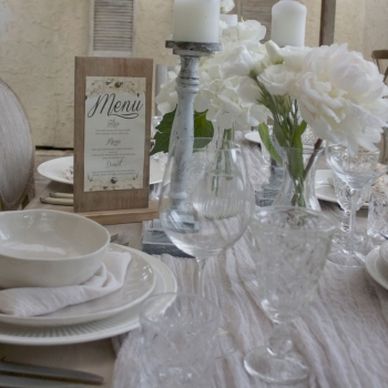 wooden-table-number-stands-signs-wedding-shop